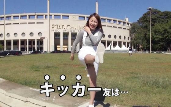 【パンチラキャプ画像】ミニスカ履いてるのに気が緩んじゃったらほら~!パンツ見えちゃったww 03