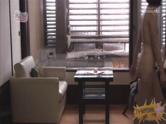 【お宝エロ画像】人気温泉番組もっと温泉に行こうで美女の生尻が見放題ww際どいシーンがタマランw 51