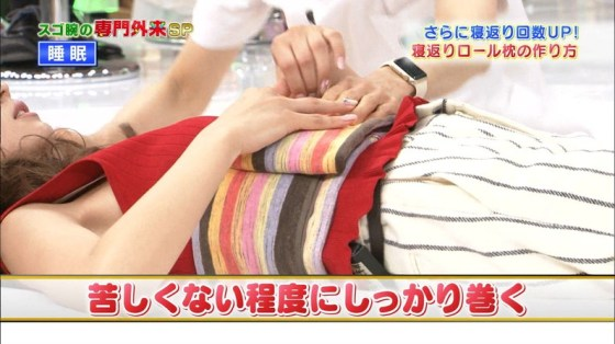 【ブラちらキャプ画像】袖口や首元からブラジャーの肩紐とかチラッと見えてたらドキッとしない?w