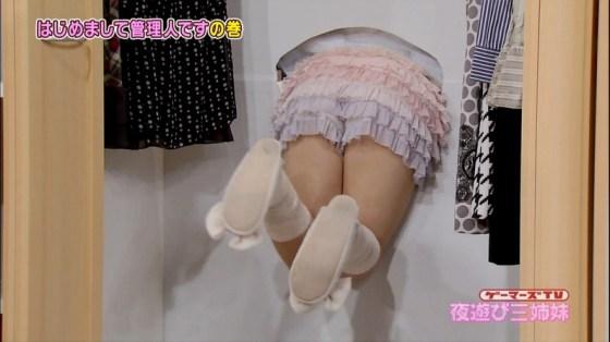 【太ももキャプ画像】やっぱり綺麗な脚の女の子が足露出してたら目を奪われるなw