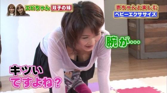 【胸ちらキャプ画像】最近のテレビではオッパイは見せる物だと考えてるタレント達ww 04