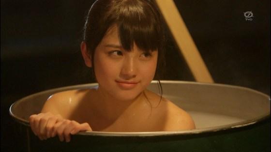 【温泉キャプ画像】美女の際どい所までみえちゃう温泉ロケがエロすぎてたまらんww 19