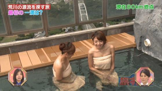 【温泉キャプ画像】ポロリ率高めな温泉レポ!巨乳はみ出し過ぎて乳輪見えそうww 17