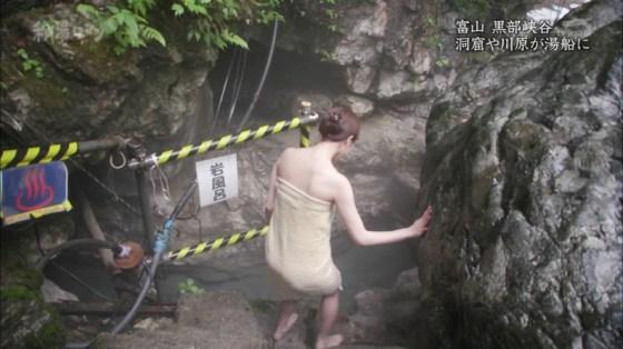 【温泉キャプ画像】ポロリ率高めな温泉レポ!巨乳はみ出し過ぎて乳輪見えそうww 22