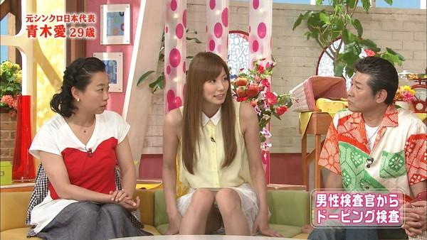 【放送事故画像】スカートの中が気になってテレビに集中できない!! 06