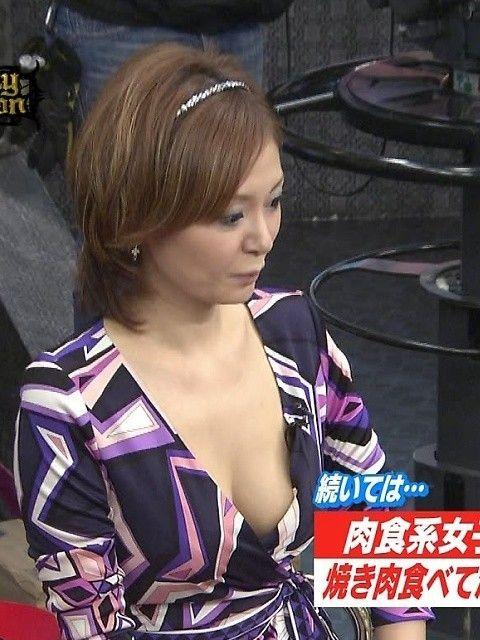 【放送事故画像】テレビで映るオッパイが巨乳で美乳すぎて思わず抜きたくなるww 09