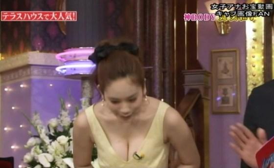 【放送事故画像】テレビで映るオッパイが巨乳で美乳すぎて思わず抜きたくなるww 13