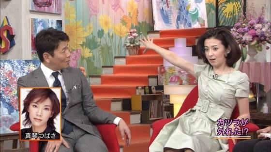 【放送事故画像】じんわり染みになっちゃった脇の汗がテレビに映っちゃった女性達www 08