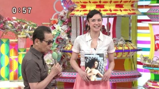 【放送事故画像】じんわり染みになっちゃった脇の汗がテレビに映っちゃった女性達www 14
