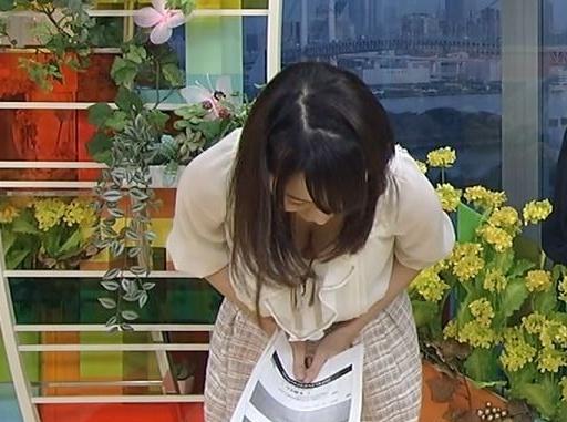 【放送事故画像】テレビに映ったオッパイを好きにしていいって言われたらどぉする?ww 23