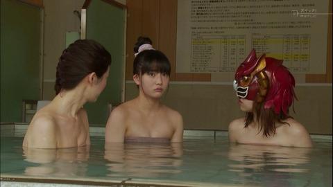 【放送事故画像】入浴シーンに映るオッパイやお尻ってエロさ際立ってやばいよなwww 19