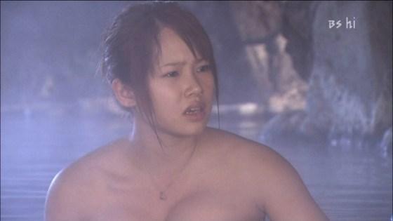 【放送事故画像】何で女ってバスタオル巻くときいっつもオッパイ半分くらい出すんだ?www 19