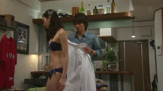 【放送事故画像】ドラマやCMなどに下着姿を晒された女達!! 21