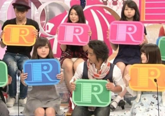 【放送事故画像】この一瞬を見逃すな!女子アナやアイドルの見せる一瞬のパンチラ! 12