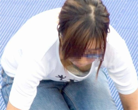 【ポロリ画像】日本人のチラッと見える乳首と外人のガッツリ見える乳首、どっちが好き?ww 04