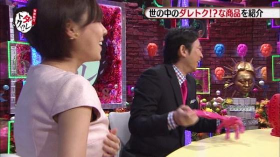 【放送事故画像】やはりピンクが人気か!色んな所からブラが見えてるぞwww 08