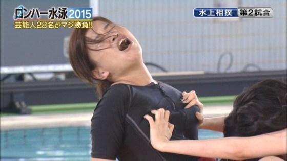 【放送事故画像】テレビでレズ行為?オッパイ揉まれて感じてる女達www 22