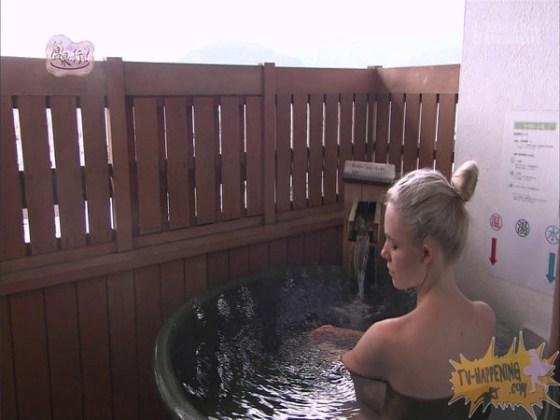 【お宝エロ画像】今回の温泉に行こうは外人の金髪美女!!お尻マジエロいwww 16
