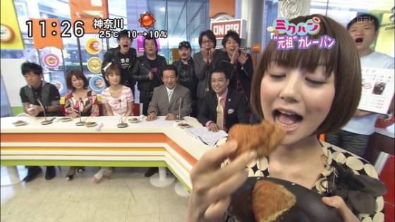 【疑似フェラ画像】この女達テレビなのに完全にフェラしてる所思いながら食べてるよな!! 24
