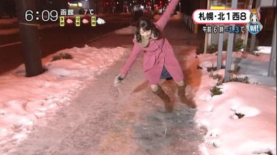 【放送事故画像】札幌放送の女子アナがこけた~!の瞬間にパンチラ!?www(GIFあり) 04