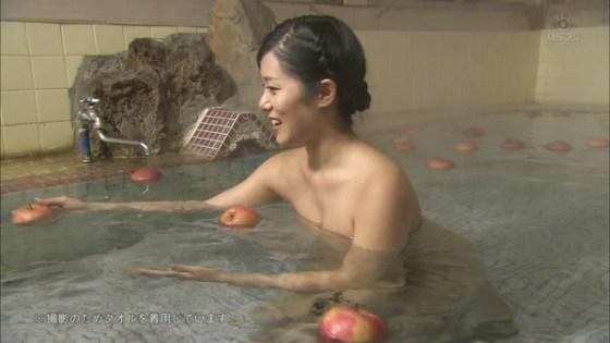 【放送事故画像】温泉レポ―としてる女のバスタオル取れたらいいのにっていつも思ってしまうよなww 05