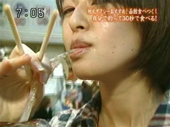 【疑似フェラ画像】食べ方で分かる!フェラが好きそうな女達のTVキャプ画像ww 13