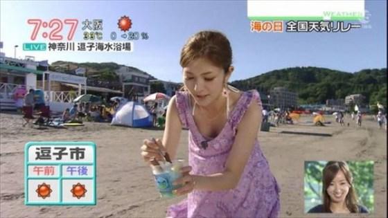 【放送事故画像】最近の女子アナはやたらと谷間を見せつけたがるみたいww 08