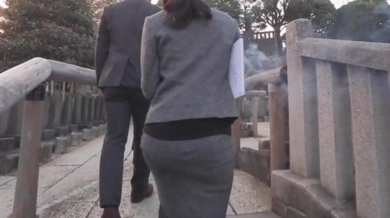 【放送事故画像】テレビでお尻突きだしちゃって形も大きさも丸わかりな女達www 10