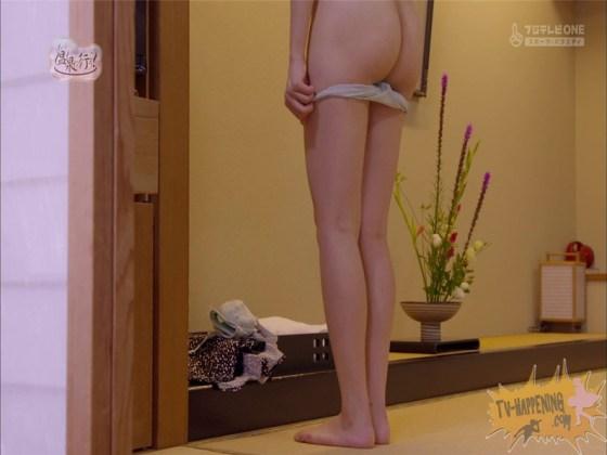 【お宝エロ画像】もっと温泉に行こうでゆっくりと服を脱いでいく姿に興奮しない?ww 47