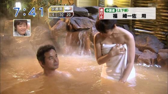 【放送事故画像】温泉レポでいつもバスタオルから半分オッパイ出すんでしょうか?www 15