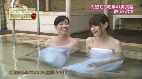【放送事故画像】温泉レポでいつもバスタオルから半分オッパイ出すんでしょうか?www 21