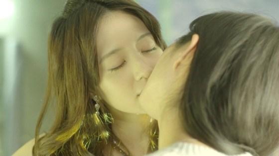 【放送事故画像】思わずテレビにキスしちゃいそうな女子アナやアイドルのキス顔ww 23