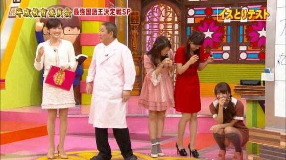 【放送事故パンチラ画像】そんな短いスカート履いてたらほらぁ・・・www 23