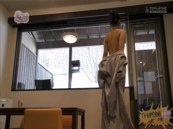 【お宝エロ画像】お尻フェチにはたまらない番組「温泉に行こう!」で今日も美女のお尻がドアップで映るww 29