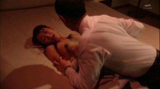 【お宝エロ画像】エロシーンで乳首丸出しで感じちゃってる女優の演技がエロすぎる! 12