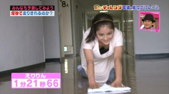 【放送事故画像】服着ててもオッパイ見せちゃう女子アナやアイドルww 18