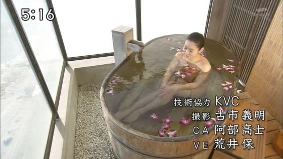 【放送事故画像】温泉レポやってても効能より絶対谷間の方が気になるよなwww 14