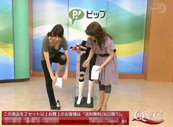 【放送事故画像】テレビで胸ちらする女ってそんなに自分のオッパイ見したいのか?ww 13