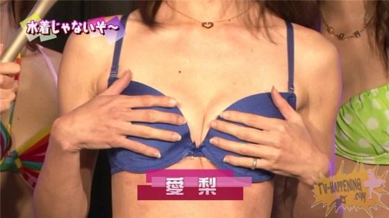 【お宝エロ画像】ケンコバノバコバコテレビに出てる女がやたら巨乳で際どい水着着てるぞwww 13