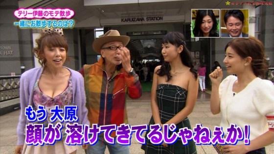 【放送事故画像】服を着ててもふっくらオッパイが見えちゃってる女子アナやタレント達ww 16