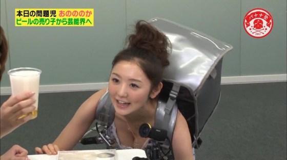 【放送事故画像】オッパイを武器とする女性タレントの胸の露出の仕方がエロすぎるww 04