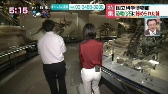 【放送事故画像】女子アナがピッタリしたパンツ履いてお尻のラインが丸分かりww 13