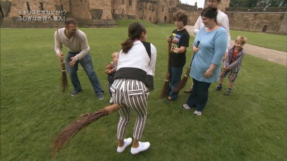 【放送事故画像】女子アナがピッタリしたパンツ履いてお尻のラインが丸分かりww 21