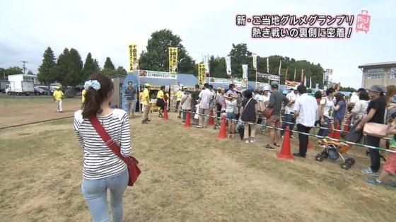 【放送事故画像】女子アナがピッタリしたパンツ履いてお尻のラインが丸分かりww 23