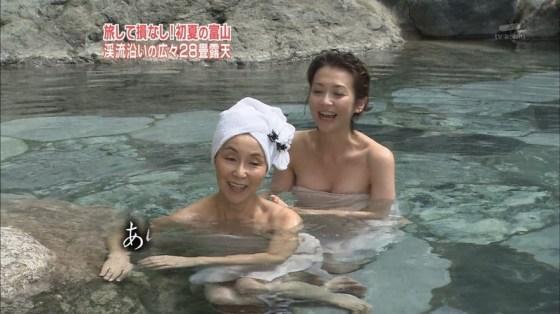 【放送事故画像】女子アナやアイドルがお風呂入ってたら必ずポロリ期待しちゃうよなww 08