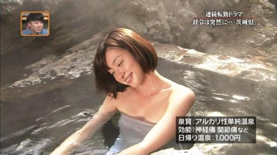 【放送事故画像】テレビでバスタオル一枚で映ると言うポロリ狙いな温泉レポww 22