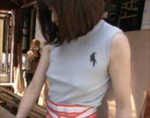 【放送事故画像】テレビ見てたらオッパイいっぱい、谷間がエロすぎる女性タレント達ww 24