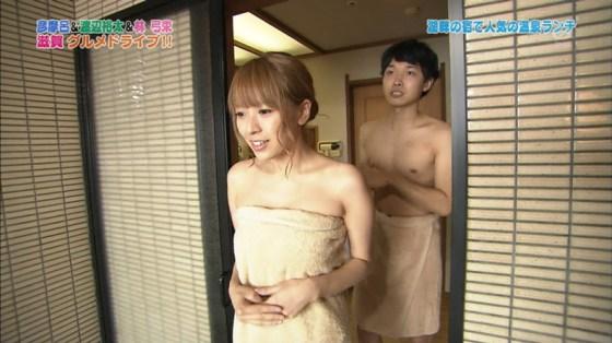 【放送事故画像】巨乳美女達がテレビの前で風呂に入る姿がエロすぎてたまらんww 14