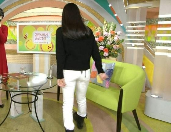 【放送事故画像】女子アナ達がぴったりしたズボン履きすぎてパン線浮きまくりwww 08