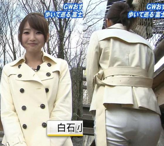 【放送事故画像】女子アナ達がぴったりしたズボン履きすぎてパン線浮きまくりwww 15